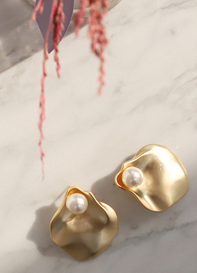 [handmade] clam gold earring