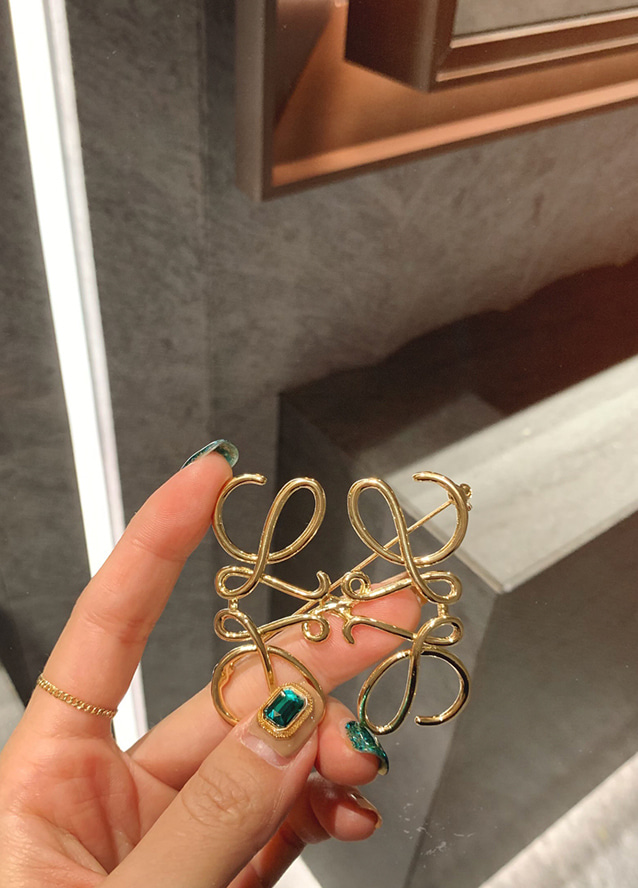 [handmade] Anagram Brooch - gold
